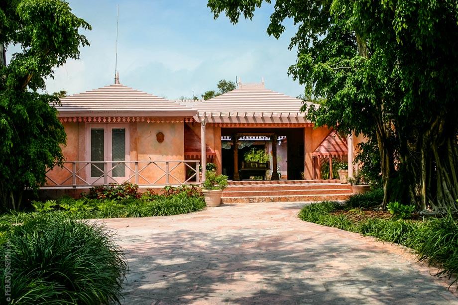 Main Entrance to Pink Sands Resort